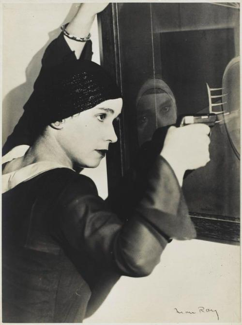 frenchtwist:  via regardintemporel:  Man Ray - Le suicide, 1926