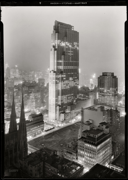 lostsplendor:  Rockefeller Center, Manhattan: December 5th, 1933 (via Shorpy Historical Photo Archive)