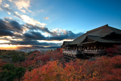 Autumn Sunset at Kiyomizudera Temple (清水寺) (via roybuloy)