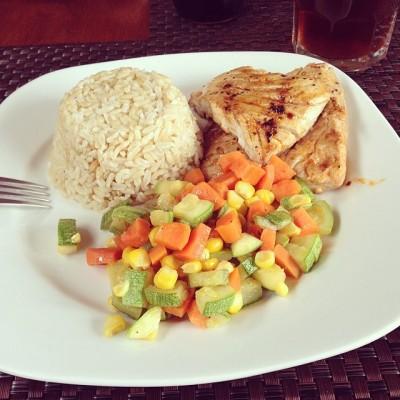 aloy-corona:  Agusto #pescado #arroz #ensalada #healthy