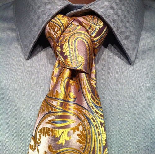 ianbrooks:  Exotic Necktie Knots Ready to level up your Necktie game? Agree or Die has guided video instructionals on how to tie a fancier necktie, guaranteed to blow minds as it defies standard necktie physics.  Check out the videos at the links below: 1) agreeordie: Eldredge Knot 2) agreeordie: Trinity Knot 3) agreeordie: Cape Necktie Knot  (Source: Agree or Die / via: Neatorama)