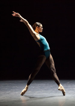 theballetblog:  Alice Renavand – In the Middle, Somewhat Elevated.© Anne Deniau / Opéra national de Paris.
