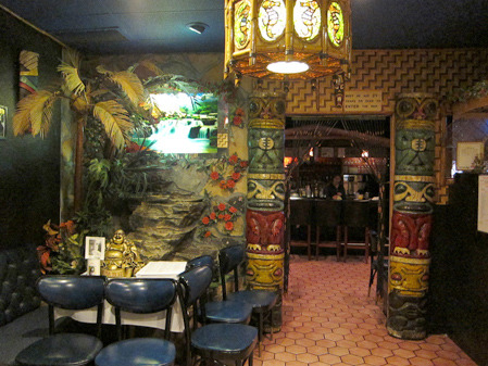 This is a photo of Jade Island, a tiki bar/Chinese restaurant in my hometown of Staten Island. I ate here for the first time back when I had my baby teeth; the look hasn't changed one bit. (via Humu Kon Tiki : Staten Island's Tiki: Jade Island)