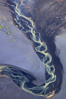 melonoid:  alinaliya:  A small river in the South of Iceland, which reaches the Atlantic ocean.    The sea refuses no river