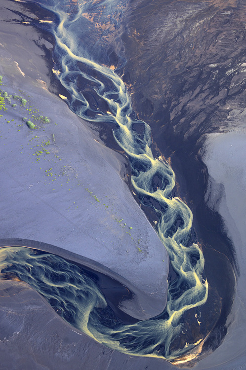 alinaliya:  A small river in the South of Iceland, which reaches the Atlantic ocean.