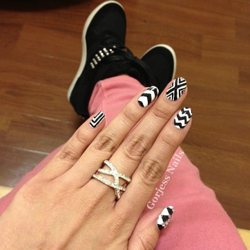#brightpants #nailsdid #nailart #naildesign #stevemaddenshoes #sneakerwedges #ring #blackandwhite I'm just totally obsessed with black&white & my shoes! 😍