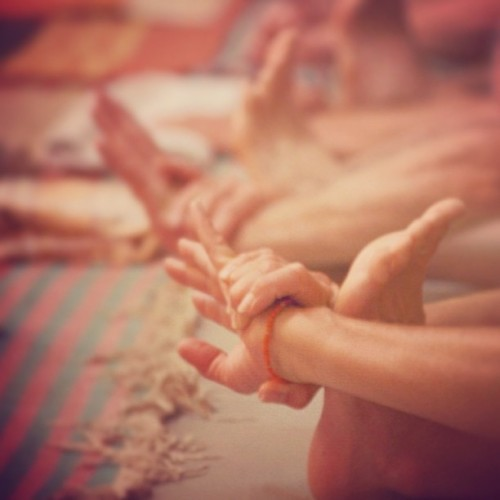 fuckyeahashtangayoga:  sweeteuphoriablog:  peace #ashtanga #mysore  folding forward