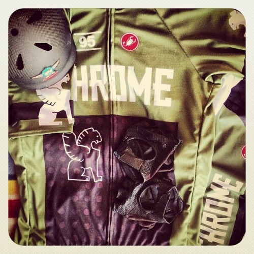 castellicycling:  Have you seen thus jersey we did with @chrome_industries via @spaceman27