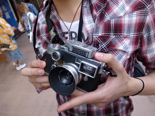 tokyo-camera-style:  Asakusa Leica M3 with 35mm f2.8 Summaron lens and MR meter