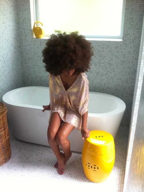 18-15n-77-30w:  http://18-15n-77-30w.tumblr.com/   #curlcrush #afro