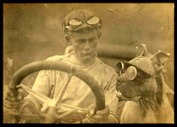 weirdvintage:  In 1903, Bud was the first dog to drive across the United States in an automobile.  The Pit Bull was outfitted with goggles, because the car had neither a roof nor windshield. (via Retronaut)