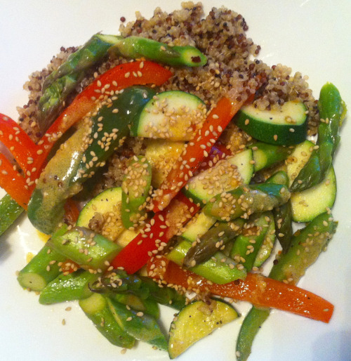 Veg Din Din: Peppers - red and green Zucchini Asparagus Garlic Olive oil Toasted sesame seeds Quinoa - sprouted red and white  Nom! -Courtney