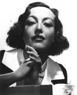Joan Crawford photographed in 1935 by George Hurrell