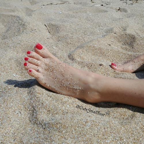 beach sandyfeet sexyfeet feet toes prettyfeet nofilter