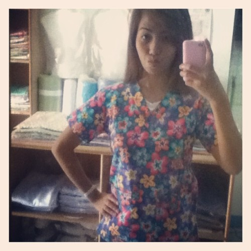 i super like this floral scrub suit 👍👍😍 #floral#scrubsuit#like#igers#instahub #instaphil