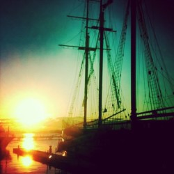 #aqua #sunrise #toronto #running #canada #tallship (at Lake Ontario)