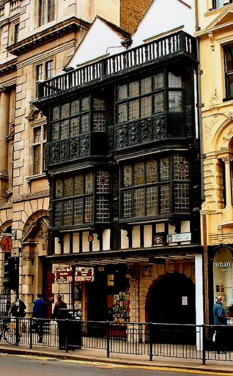 12th Century Prince Henry's Room, Fleet Street, London photo via linda