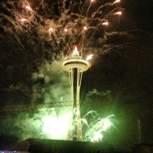 Happy New Year!! #2013 #seattle #spaceneedle #nye #newyear  (at The Annaliese)