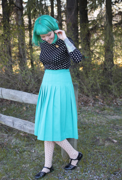 thedaintysquid:  (via The Dainty Squid: what I wore : tiny bunnies polka dots)  Perfect outfit