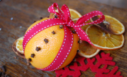 (via Orange and clove pomanders « Sweet Mabel)