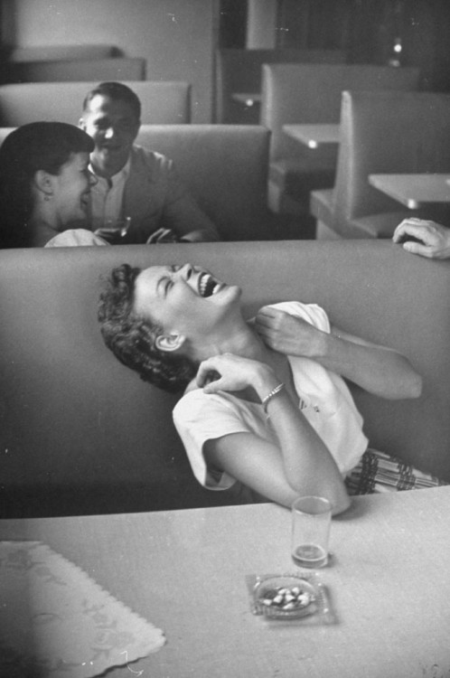 stfumadison:   Syracuse University, 1949Photo by Lisa Larsen