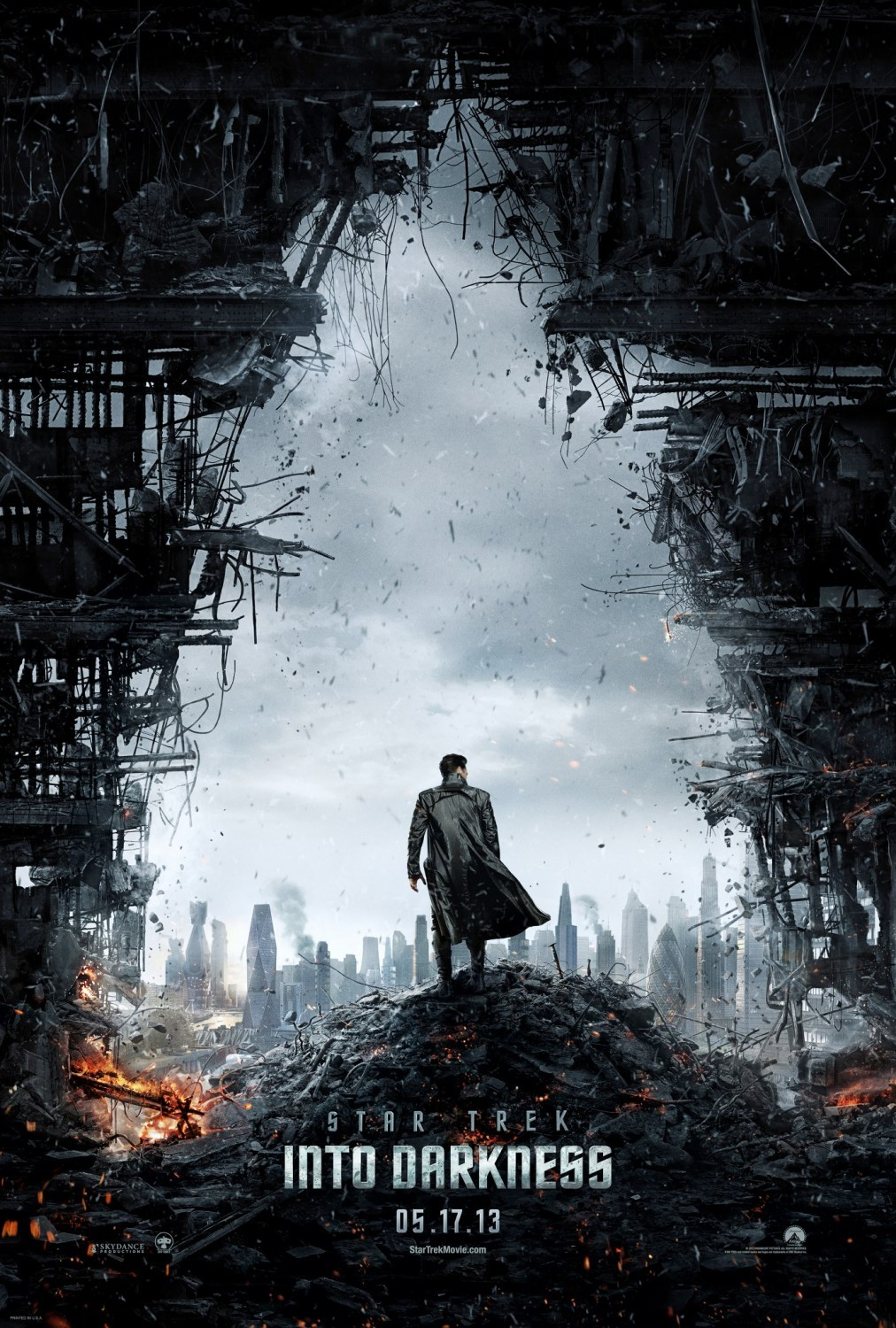 gamefreaksnz:  New 'Star Trek Into Darkness' trailer released  With only two months to go before 'Star Trek Into Darkness' beams into theatres, Paramount has released a third trailer for the film.  cant wait its going to be awesome