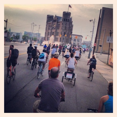 bikesandmurder:  #slowrolldetroit despite what they said would be. A storm opened up a became one of the best days yet! Thanks to #anchorbardetroit for sharing in a #redwings victory! #detroit #detroitbikecity #detroithustlesharder #detroitredwings #hockeytown #palmerparkdetroit #shinolabikes #garbuilding