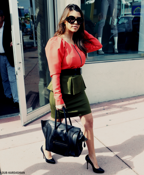 Kourtney Shopping At Dash Boutique In Miami, FL With Kim (December 12th, 2012)