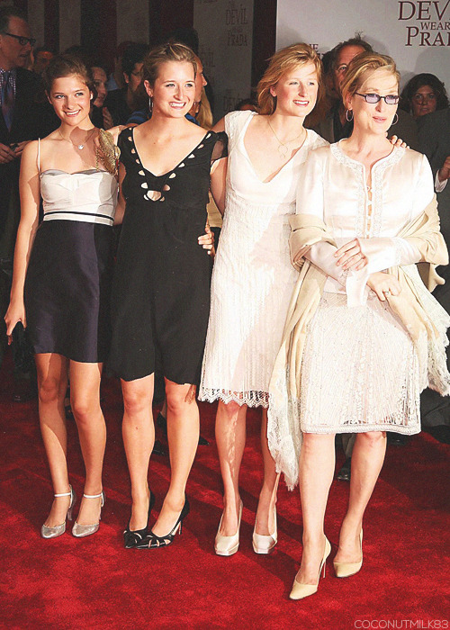 coconutmilk83:  Meryl Streep & her daughters | The Devil Wears Prada Premiere, 2006 (✗)