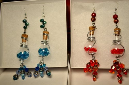 worldof-azeroth:  Mana and Health Potion Earrings by *Felosoraptor