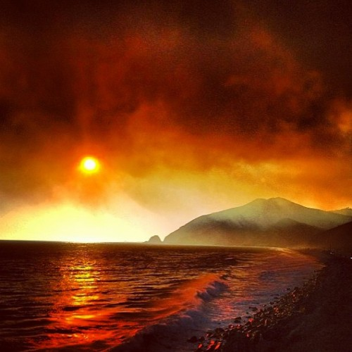 The fire near my house reached Mama ocean around sunset.. Instagram photo by Dave Pu'u
