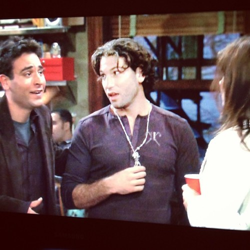 luisesteban:  What's up Shane? I had no idea you knew Ted Mosby. #himym #thewalkingdead  CARLOS!!!!!!
