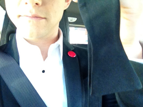 hitrecordjoe:  On the way to pick up my hot date. Hope she knows how to tie a bow tie. :O) #Oscars