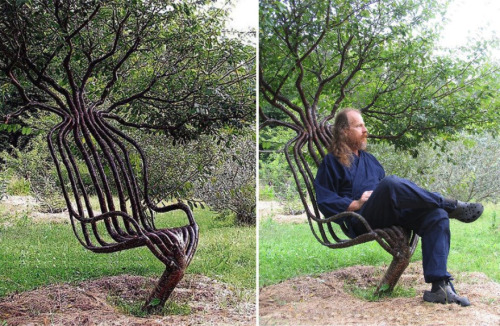 beginnergardener:  urbanarboriculture:  Artist Peter Cook, grew this living garden chair using tree shaping methods, primarily training a living tree through constricting the direction of branch growth. The chair took about eight years to grow.