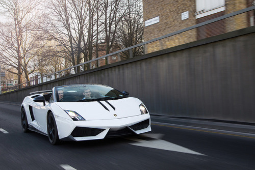alexpenfold:  Performante. on Flickr.