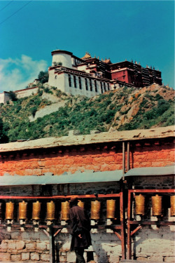 italdred:  Potala (by PongsawatD)