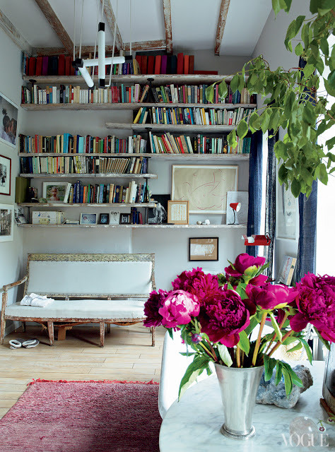 Source: Head over Heals Cosy and homely library/bathroom???? Yes Bathroom - that is a bath behind the peonies……. I'm not complaining!