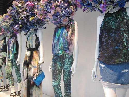 @Printemps: can't decide which we like more… The ghostly nature prints or the springtime bloom mannequin heads? WGSN store shot, Paris