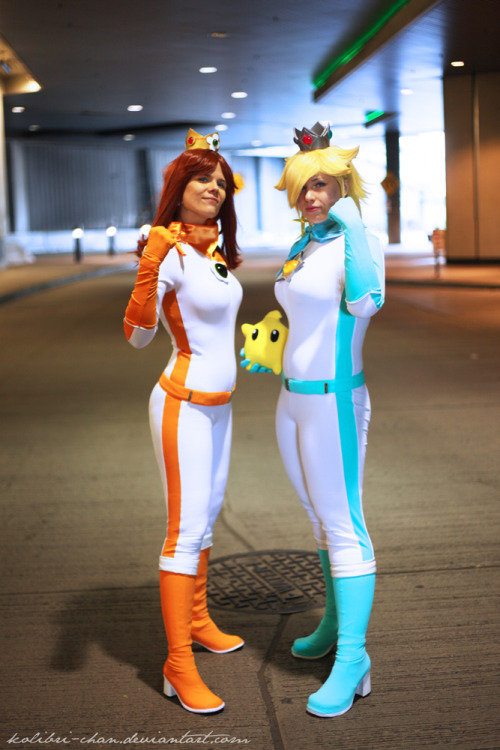 Princess Daisy (left) and Princess Rosalina (right) from Mario Kart WiiCosplayers:kolibri-chan (Princess Daisy)jj-dreamworldz (Princess Rosalina)Photographer: Weatherstone