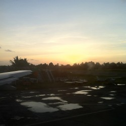 Landed in #kalibo to a #sunrise #beautiful #nature #philippines #vacation #finallyhere  (at Kalibo Domestic Airport)