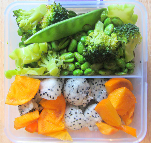 eat-pure:  tomorrow's lunch: snow peas, broccoli, soya beans, dragon fruit and a persimmon!