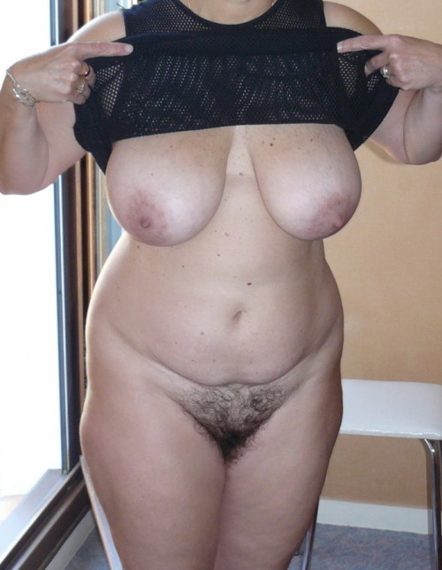 Women with wide hips and hairy pussy