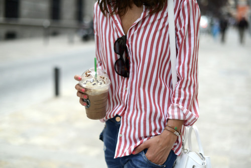 thelittlefashionbox:  vogue-ordie:  From Lovely Pepa.  starbucks and stripes <3
