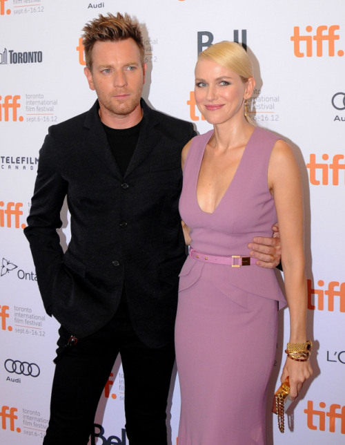 Naomi Watts and Ewan McGregor of the Impossible - one of the best movies of the year! Read the review on the movie The Impossible