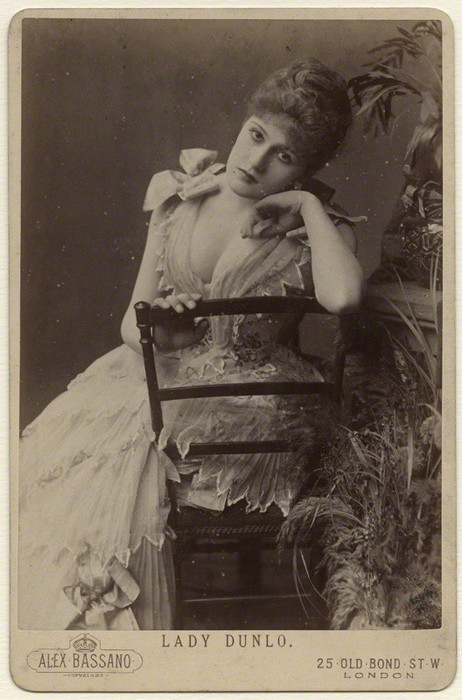 vensuberg:  Nellie Bilton, a stage actress who married into the nobility.