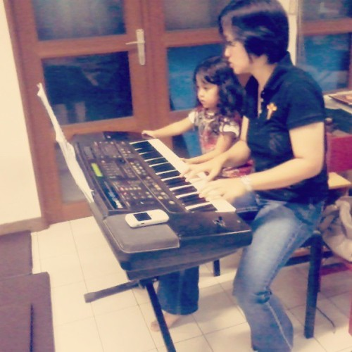 My niece is in music class time! @annisamoreno #niece #playing #music #instapic #instagram