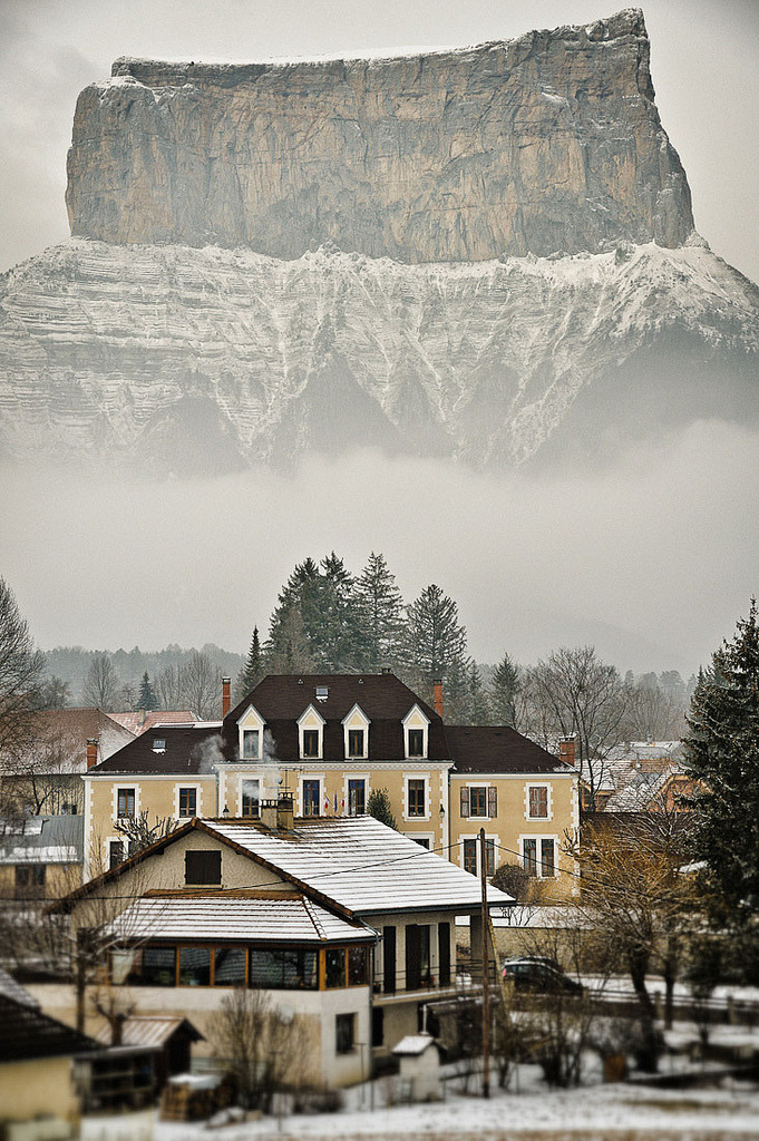 travelingcolors:  Mont Aiguille | France (by Erwannf)  Realmente Hermoso