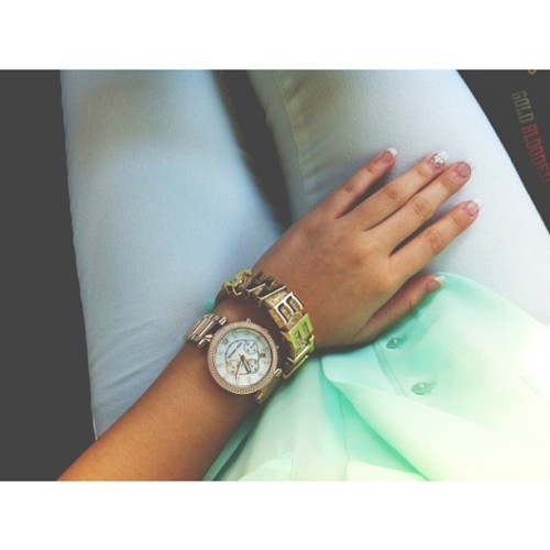 "Arm caaaandy! Rose gold watch from Michael Kors & taupe ""Sweet 💛"" bracelet from BCBG ⌚ #armcandy #ootd #rosegold #fashionista #igdaily #bcbg #michaelkors #mk #jewelry #jotd #instastyle"