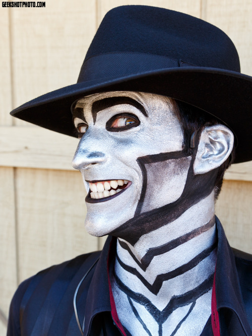 davidmichaelbennett:  trekkiebeth:  Wild West Fest 2013 | photo by trekkiebeth  I swear Beth was trying to get me to smile correctly.But I don't know how on the spot.
