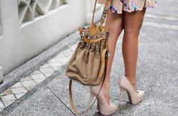 pieinthesky1313:  Love the combo of the shoes and the bag.